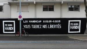 banderole-sur-la-facade-de-lAPF-strasbourg