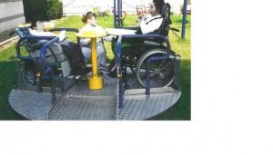 aire de jeux adaptée aux enfants polyhandicapé