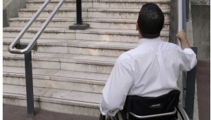 La vie quotidienne d'un jeune handicape moteur Issy les Moulineaux, FRANCE -     13/10/2005