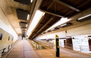 MERCREDI 9 DECEMBRE. Photos de la nouvelle gare Rosa Parks (XIXe) qui ouvre ce dimanche 13 decembre a midi. Salle d'echanges, verriere de l'entree de la gare, montee vers les quais, quais.
