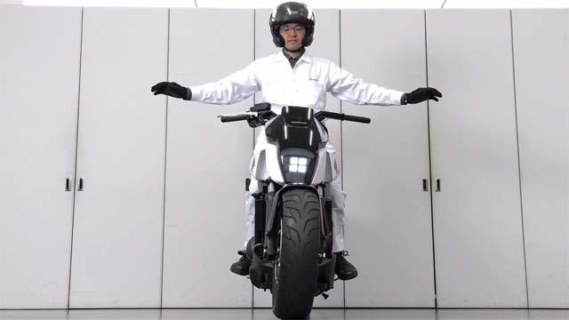 honda invente une moto qui s quilibre toute seule handi vie. Black Bedroom Furniture Sets. Home Design Ideas