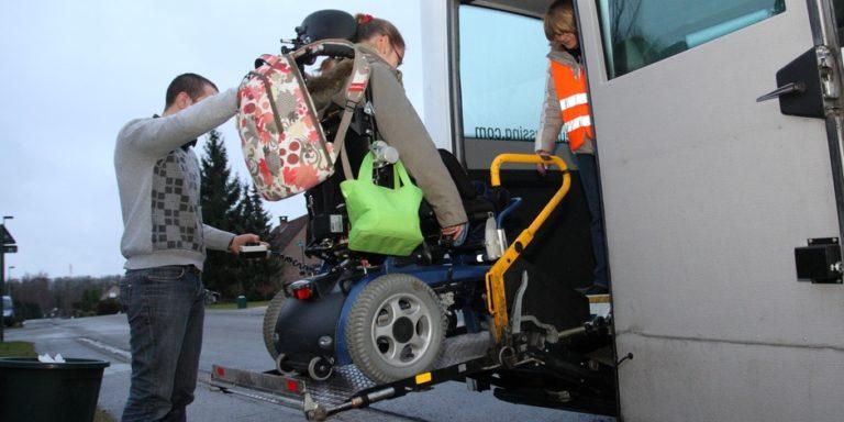 Pour aller à l'école, 400 enfants handicapés passent ...